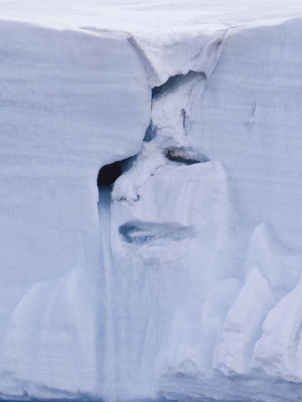 環境 地球の勧告!?「母なる大自然」が涙...北極海の氷河が崩れて女性の顔に...